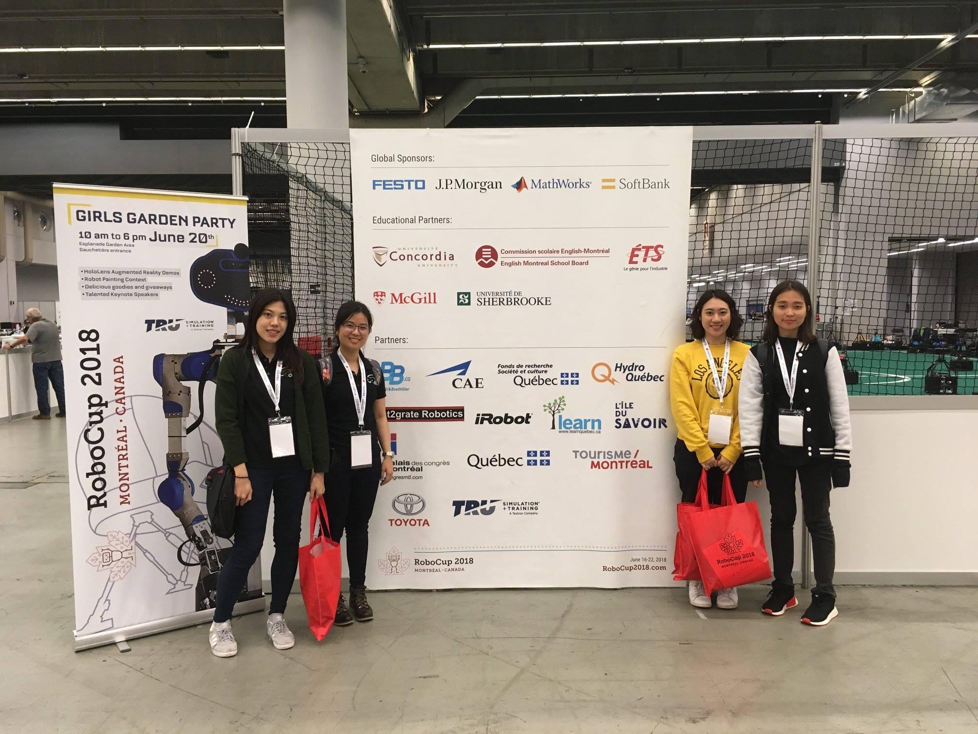 ทีม SKUBA Jr ที่สามารถคว้ารางวัลรองแชมป์โลกมาครอง จากการแข่งขัน RoboCup@Home ในงาน World RoboCup 2018